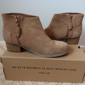 TOMS Leila Toffee Suede Booties Youth Size 6